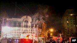 روابط تهران و ریاض در دی ماه ۱۳۹۴ به دنبال حمله به اماکن دیپلماتیک عربستان سعودی در ایران قطع شد