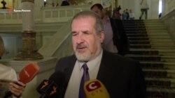Çubarov Qırım jurnalistleriniñ evlerinde keçirilgen tintüvler aqqında: tsinizmniñ eñ yüksek noqtası (video)