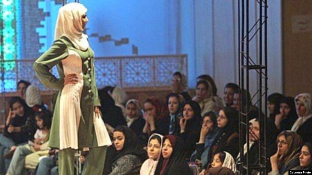 تصویر مربوط به یک شوی پوشش اسلامی که مورد تائید جمهوری اسلامی ایران است