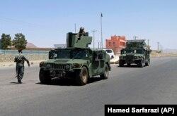 Афганські силовики патрулюють у відбитій у талібів околиці міста Герата, 8 серпня