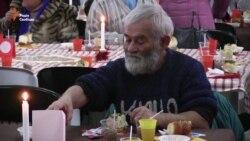 Волонтери влаштували Різдво для бідних людей (відео)