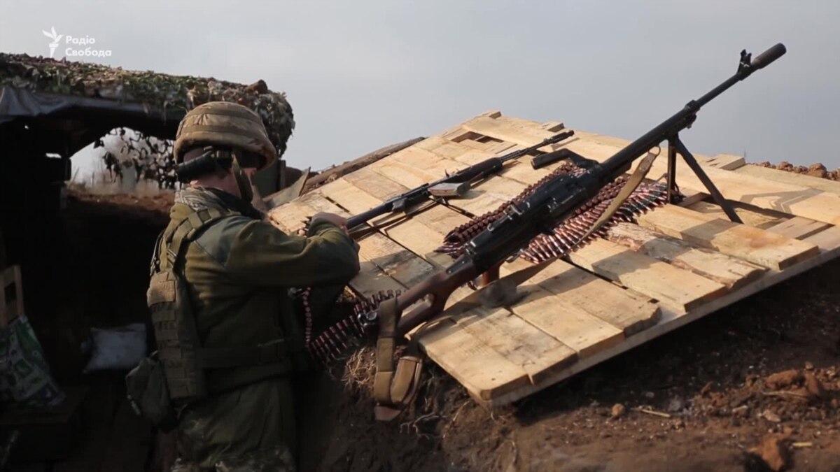 Взрывы и обстрелы: ситуация на передовой под Новолуганським – видео