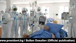 Пациент с COVID-19. Во время посещения президентом КР одной из больниц Кыргызстана.