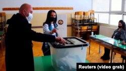 Фотографија од минатонеделните избори во Косово