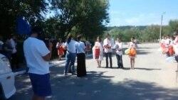 Echipa Europei Libere întâmpinată cu pâine și sare la Cenac, Cimișlia