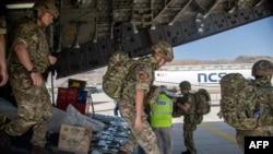 припадници на британската армија по слетувањето во Кабул за да помогнат во евакуацијата на британските државјани 15aug2021