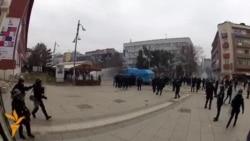 Policia përdor gazin lotsjellës dhe topin e ujit