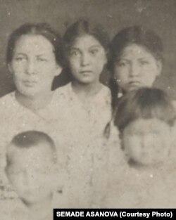 Asanovlarnıñ ailesi