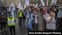 Sindicatele din sistemul bugetar sunt nemulțumite de modul de plată actual. Imagine de miercuri, 14 aprilie, de la un protest organizat în Piața Victoriei.