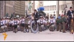 Парад баварських національних костюмів пройшов на Октоберфесті