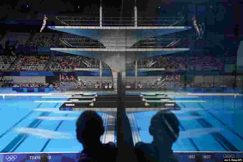 Кассиэль Руссо из Австралии участвует в предварительном раунде прыжков с 10-метровой вышки среди мужчин на летних Олимпийских играх 2020 года