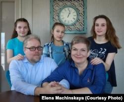 Семья Мачинских. (Нюра, Нюта, Аня – слева направо). Фото из семейного архива