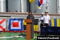 Військовий капелан о. Олександр Смеречинський на борту флагмана ВМС України фрегата «Гетьман Сагайдачний», липень 2016 року