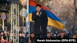 «Հայրենիքի փրկության շարժման» վարչապետի միասնական թեկնածուՎազգեն Մանուկյանը Բաղրամյան պողոտայում հանրահավաքի ժամանակ, 9-ը մարտի, 2021թ․