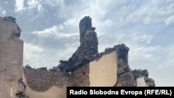 Изгорени куќи од пожарот во село Челопек, Старо Нагоричане.