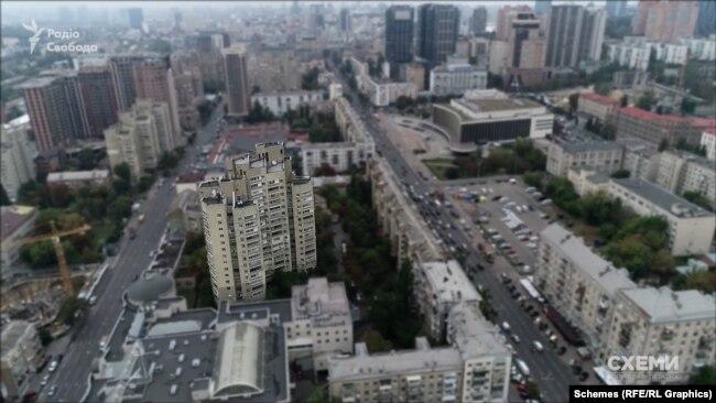 Хоча сам Андрій Наумов, за даними офіційних реєстрів, не має нічого, його родина має будинок у Дніпрі та квартиру в Києві