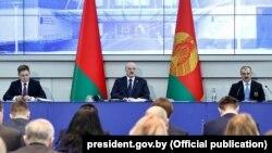Аляксандар Лукашэнка і Віктар Лукашэнка на Алімпійскім сходзе