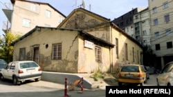 Ndërtesa e klubit të boksit në Prishtinë pretendohet se është pronë hebreje.