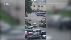 В Луцке мужчина захватил автобус с заложниками – видео с места событий