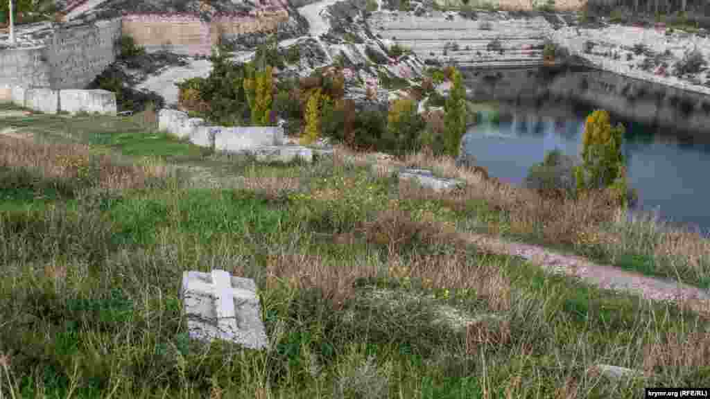 З кам'яних блоків зводять житлові будинки, з них же вирізають надгробки
