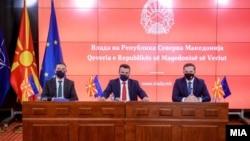 Премиерот Зоран Заев и министрите за надворешни работи и за европски прашања Бујар Османи и Никола Димитров.