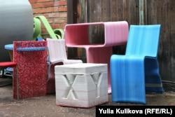 Мебель, сделанная из переработанного пластика