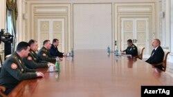 Ադրբեջանի նախագահ Իլհամ Ալիևն ընդունում է Բելառուսի պաշտպանության նախարար Վիկտոր Խրենինին, Բաքու, 18-ը մայիսի, 2021թ․