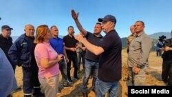 Премиерот Зоран Заев и владини претставници во посета на селото Будинарци, Берово на 7 август годинава, во чија близина има пожар