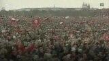 Ditët plot tension të Revolucionit të Kadifenjtë