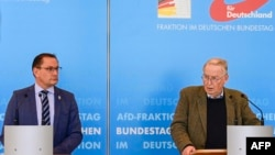 """Двама от лидерите на """"Алтернатива за Германия"""" Тино Крупала и Александър Гауланд"""