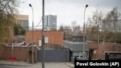 Paznici și polițiști ruși la ambasada SUA din Moscova, 20 aprilie 2021
