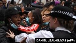 """اعتراضهای گسترده در شهرهای سرتاسر ایالات متحده علیه آنچه """"نژادپرستیو سوء استفادۀ پولیس"""" خوانده شده، ادامه یافتند."""