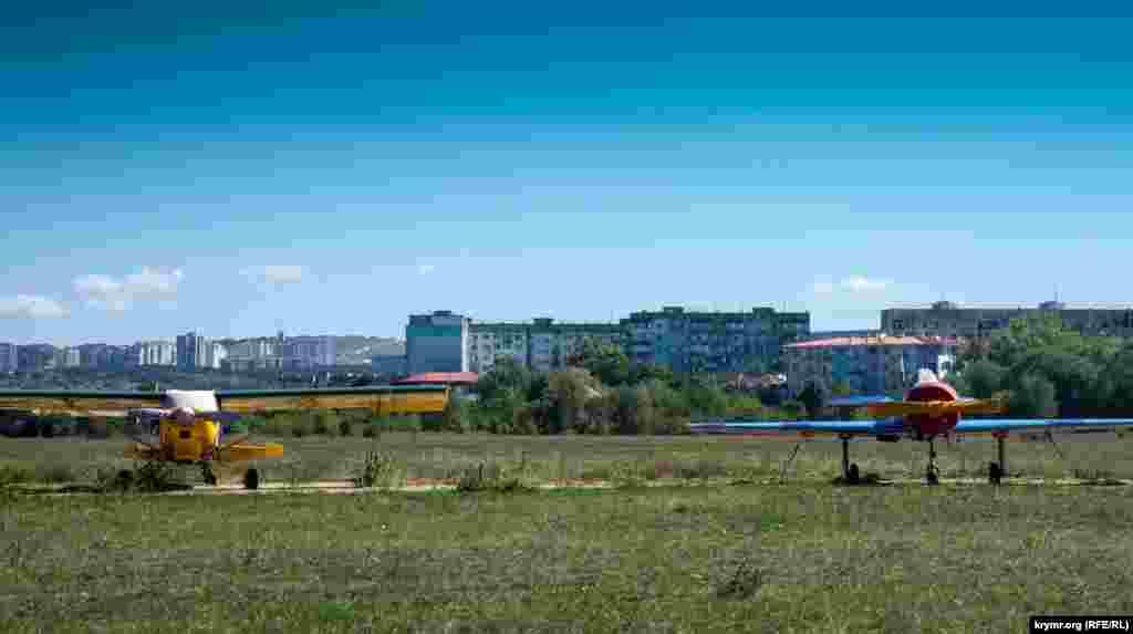 Если в конечном итоге на поле аэродрома вырастут коммерческие высотки, то они таким образом создадут компанию нынешнему микрорайону Новоромановка