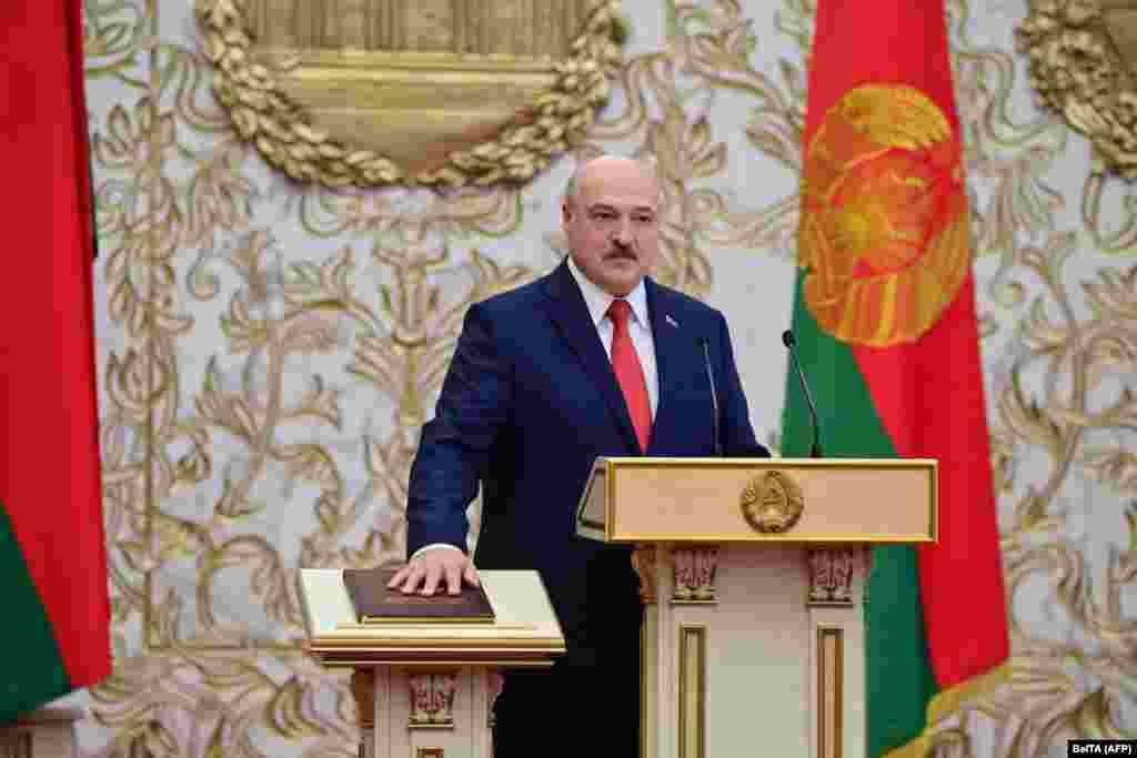Першая афіцыйная інфармацыя пра інаўгурацыю зьявілася ў тэлеграм-каналах дзяржаўных СМІ тады, калі Лукашэнка ўжо прыняў прысягу