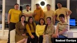 A párizsi filippínó közösség tagjai együtt szilvesztereznek