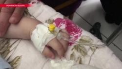 """В Таджикистане женщина воткнула в своего ребенка 10 игл, """"чтобы муж вернулся из России"""". Ее задержали"""