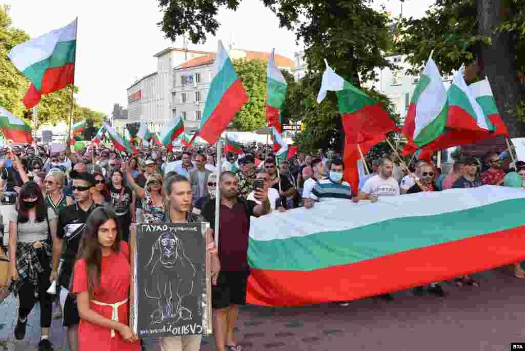 За поредна вечер на 16 юли се проведе протест и във Варна.