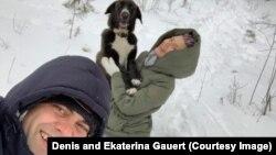 Денис Гауэрт с женой Екатериной и собакой Кумбой. Фото Дениса Гауэрта
