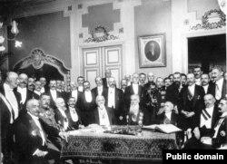 Semnarea tratatului de pace de la București, 28 iulie/10 august 1913.