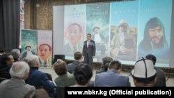 Улуттук банктын төрагасы Толкунбек Абдыгулов социалдык роликтердин бет ачарында. 2021-жылдын 31-марты.