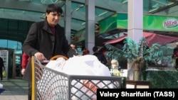 Покупателей государственных магазинов в Туркменистане вынуждают приобретать товар, который им не нужен.