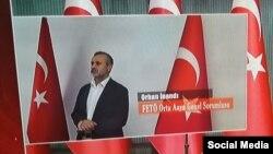 Фото, сделанное в Турции после задержания Орхана Инанды, на котором видно, что у него повреждена рука.