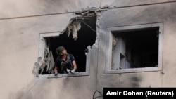 """ისრაელის ქალაქ აშკელონში მდებარე შენობა """"ჰამასის"""" სარაკეტო იერიშის შემდეგ"""