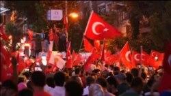 Građani Turske i posle puča na ulicama