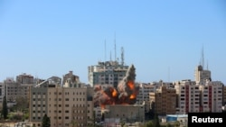 Момент удара по зданию с офисами СМИ в Газе. 15 мая 2021 года.