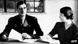 شارل دوگل در کنار همسرش در ۱۹۴۳