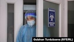 Сотрудник одной из лабораторий в Кыргызстане. Май 2021 года.