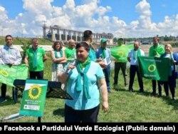 Echipa Partidului Verde Ecologist lansându-se în campanie la hidrocentrala de la Dubăsari