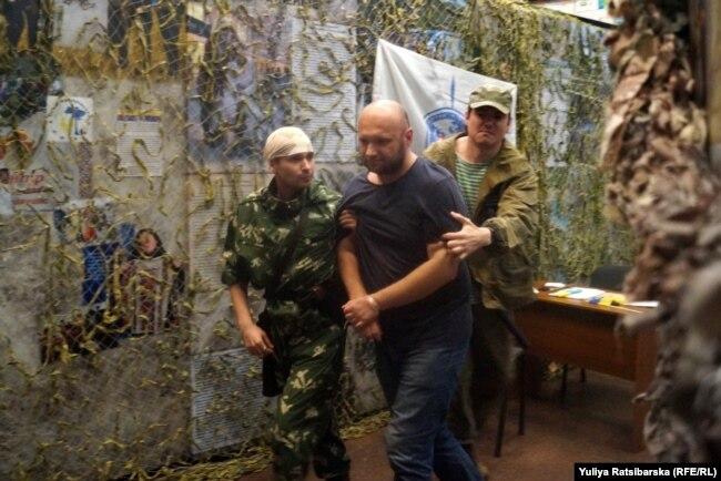 Тортури у полоні бойовиків у Донецьку (реконструкція)