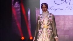 Londonda müsəlman qadınlar üçün moda nümayişi [Reuters]